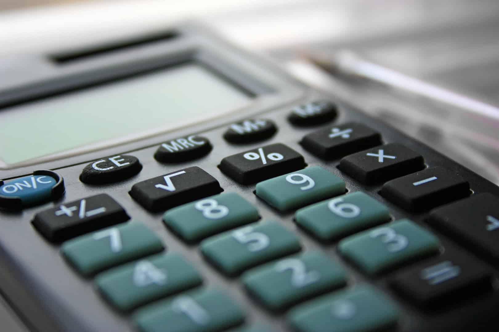 Kalkulator mikropigmentacji - oblicz cenę za zabieg mikropigmentacji skóry głowy oraz zarostu