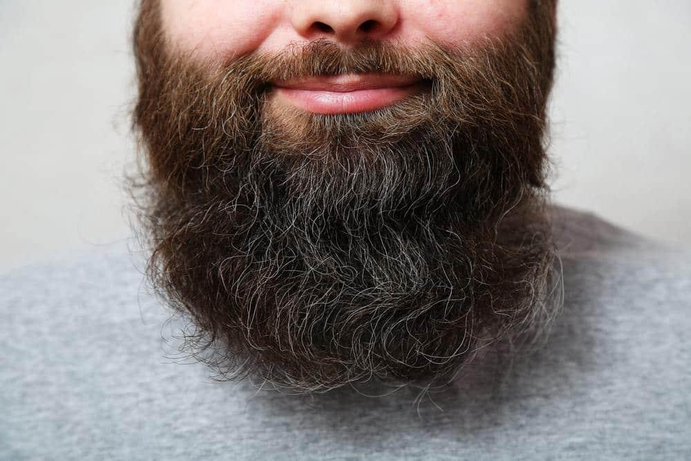 Pigmentacja brody – rozwiązanie problemu rzadkiego i nierównego zarostu